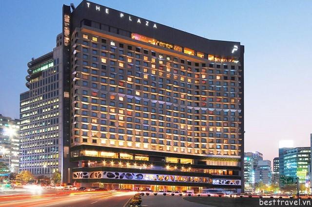 Hình 1 - Khách sạn The Plaza Hotel được xem là một trong những khách sạn đẹp nhất ở New York (Mỹ)