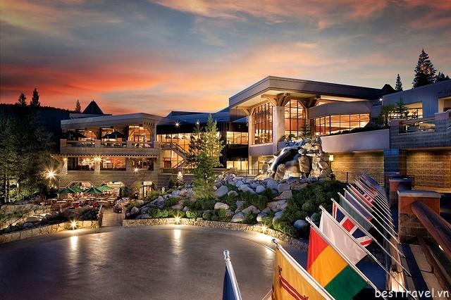 Hình 10 - Khách sạn Resort Squaw Creek là một trong những khu nghỉ dưỡng lớn nhất Squaw