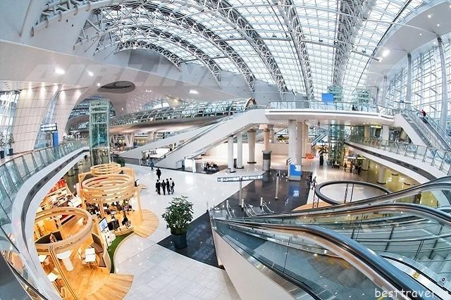 Hình 2 - Sân bay Incheon có nhiều cửa hàng bày bán sản phẩm đa dạng với giá cực kỳ rẻ