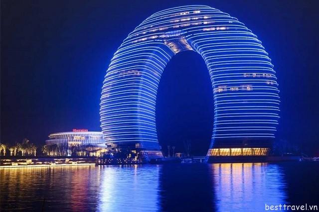 Hình 2 - Du khách đến với Sheraton Hồ Châu sẽ được ở trong không gian sang trọng bậc nhất