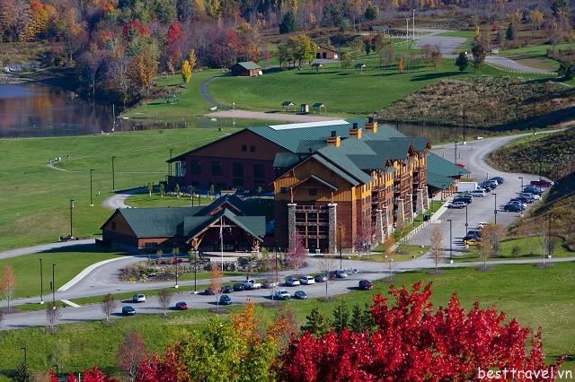Hình 3 - Cách phục vụ của khách sạn Hope Lake Lodge rất chuyên nghiệp