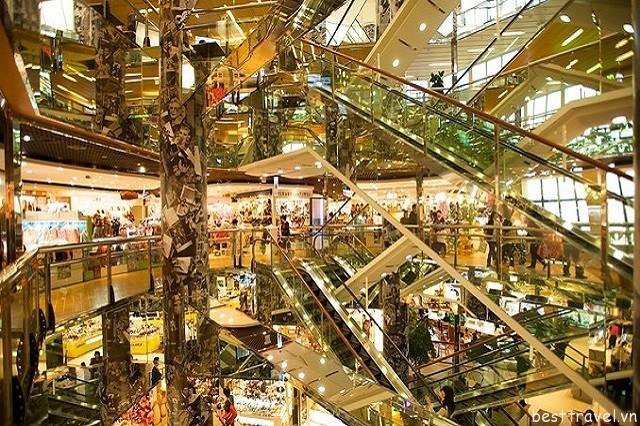 Hình 3 - Khu mua sắm Dongdaemun còn là nơi quy tụ vô số trung tâm thương mại, cửa hàng đặc sản và chợ truyền thống của Hàn Quốc