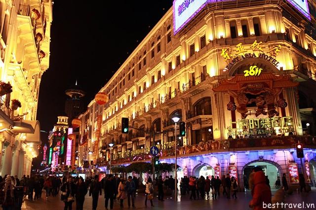 Hình 3 – Khu phố mua sắm Nam Kinh Lộ
