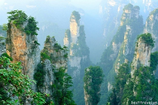 Hình 4 - Vũ Lăng Nguyên là nơi có các cảnh quan thiên nhiên kỳ vĩ