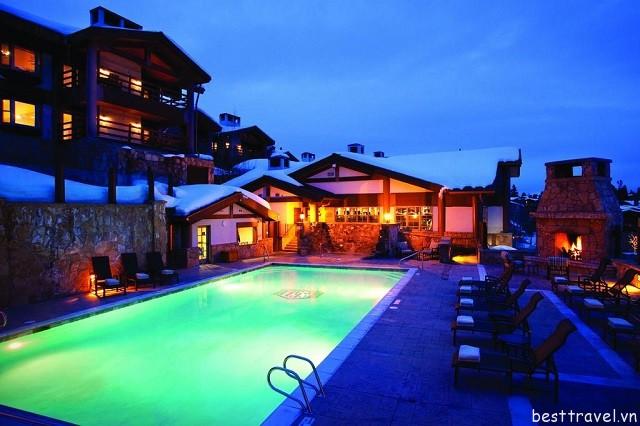 Hình 5 - Stein Eriksen Lodge là một trong những khách sạn lớn tại Mỹ