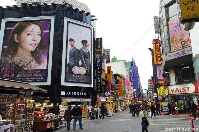 Hình 5 - Khu mua sắm tại Myeong-dong là thiên đường cho các tín đồ thời trang khi tới với Seoul Hàn Quốc