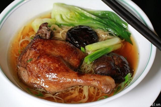 Hình 5 - Mì vịt tiềm, món ăn bổ dưỡng với các loại thảo mộc và vịt