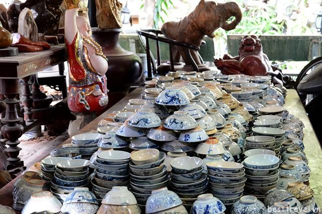Hình 6 – Các cửa hàng gốm sứ ở Động Long Môn