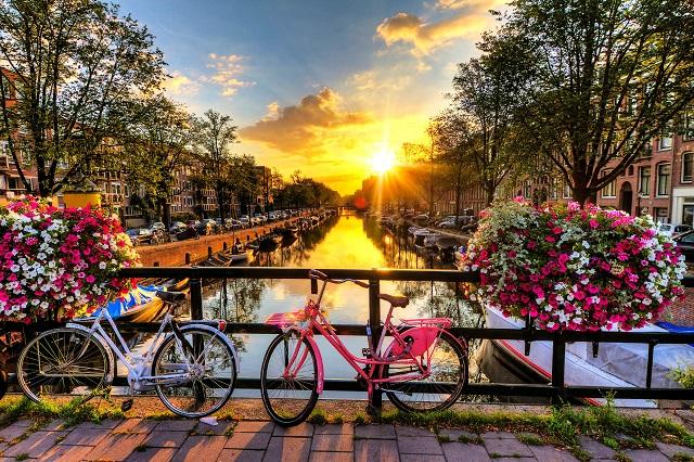 Amsterdam thành phố mang dáng vẻ cổ điển và lãng mạn