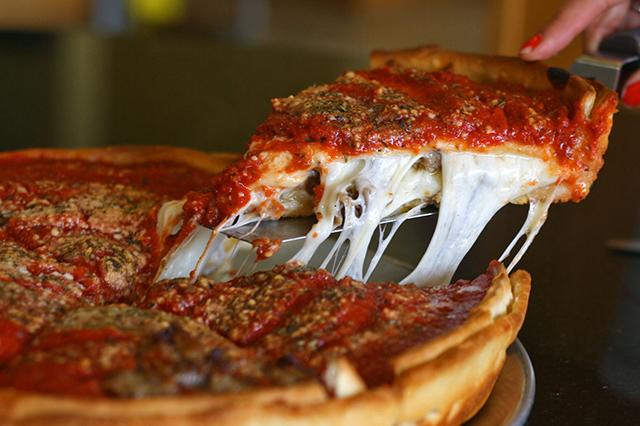 """Pizza kiểu Chicago – món ăn được yêu thích tại """"thành phố của gió"""""""