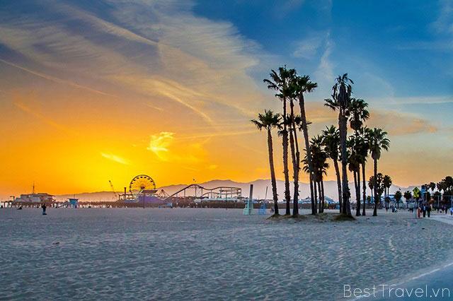 Cảng biển Santa Monica thơ mộng