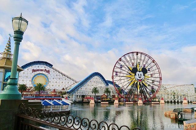 Trở về tuổi thơ với thế giới cổ tích trong Disneyland