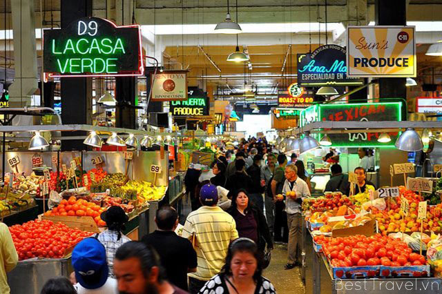 Những sản phẩm nông sản tươi ngon được bày bán trong chợ Los Angeles