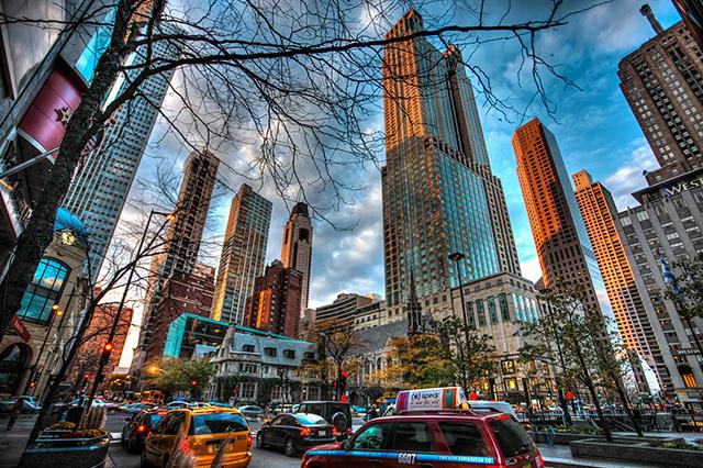 Các tòa cao ốc – nơi có những trung tâm mua sắm sang trọng ở The Magnificent Mile, Chicago.