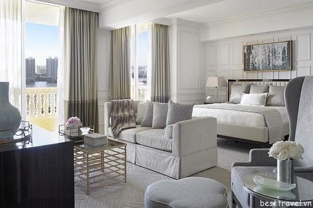 Tất cả các phòng Acqualina Resort & Spa đều được trang bị đầy đủ tiện nghi với ban công riêng và các dịch vụ tiện nghi hiện đại
