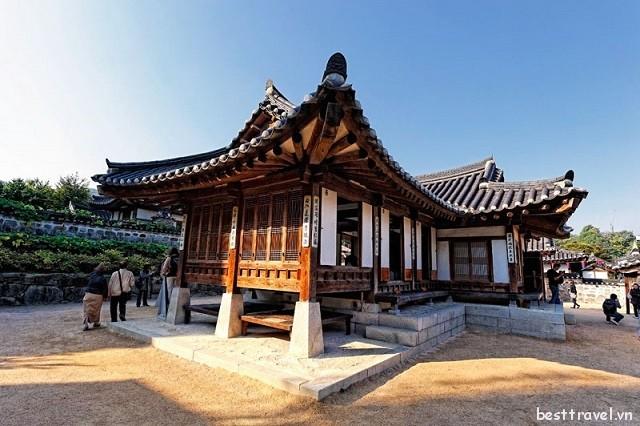 Khám phá làng cổ Namsangol Hanok ở Seoul