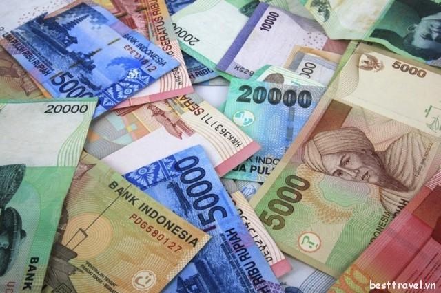 Phí đổi tiền tại các khách sạn thường khá cao nên hãy chỉ đổi trong lúc cần thiết thôi nhé!