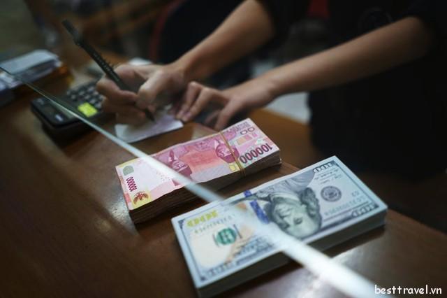 Hãy chọn các quầy đổi tiền an toàn để tránh bị lừa đảo