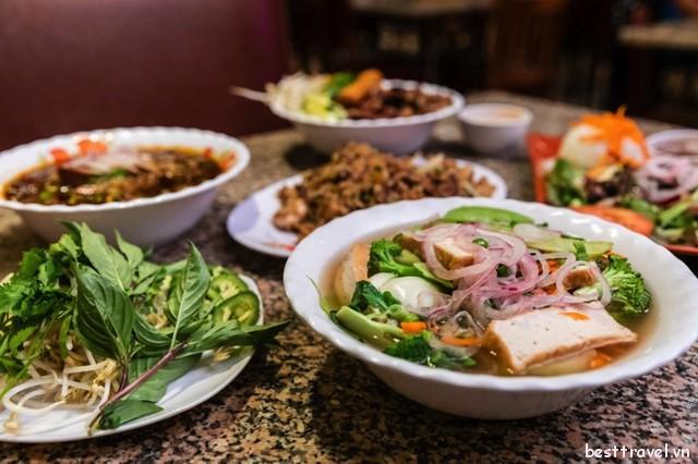 Phở là một trong những món ăn đặc trưng nhất tại Nha Trang One mà bạn nên nếm thử