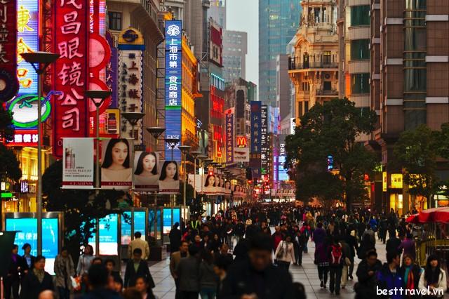 Không chỉ nổi tiếng Trung Quốc, Nam Kinh còn được biết đến là một trong những con phố sầm uất nhất thế giới