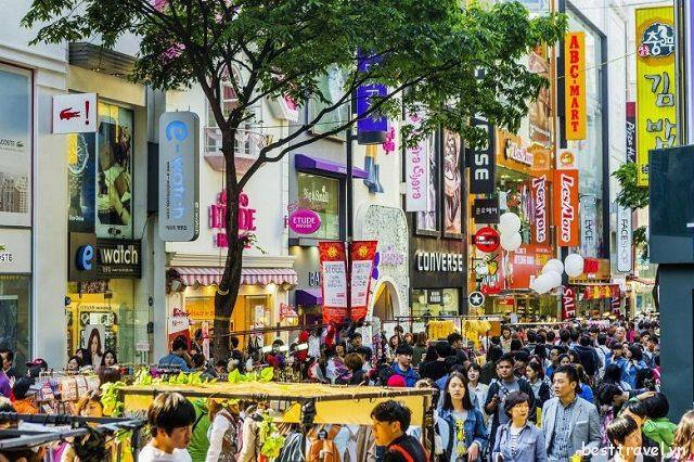 Myeongdong được mệnh danh là thánh địa mua sắm của Seoul