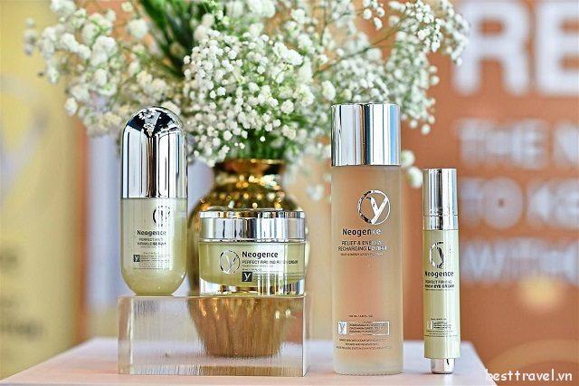 Neogence nổi tiếng với các dòng sản phẩm dưỡng da lành tính